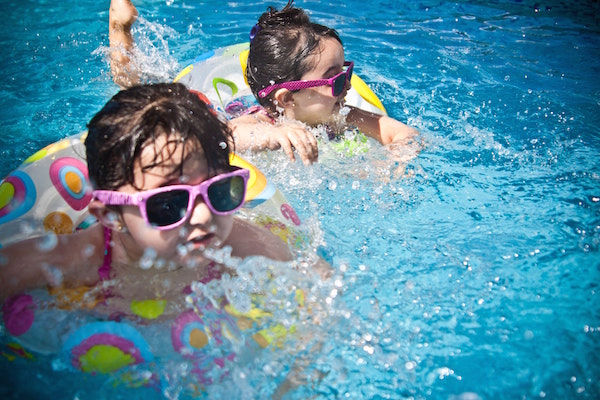 Swimming Pools, Chlorine Dangers, and the Need to Detox